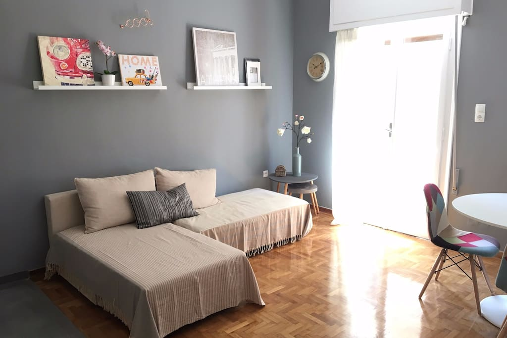 Cozy apartment in the heart of Athens under the hill of Acropolis temple, one block away from the Acropolis museum and 230m from acropolis metro station.Bright, spacious, quiet,in one of the most attractive neighborhoods of the city, Koukaki.