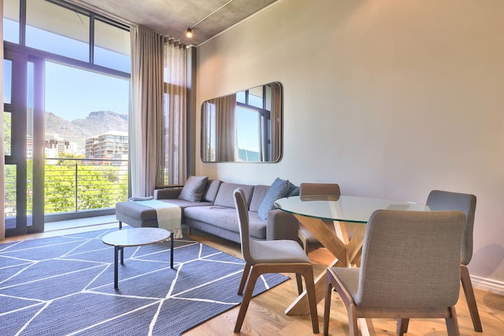 Special Table Mountain Views & Stylish Apartment