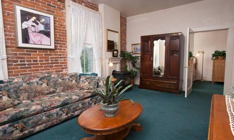 Bishop's Suite 12