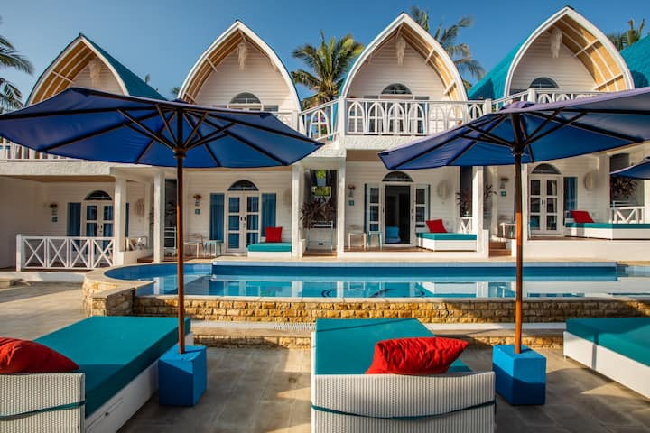 Romantic Santorini Beach Resort - Gili Trawangan