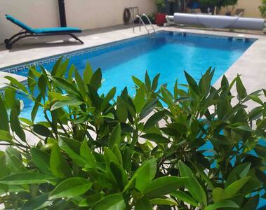 Studio avec terrasse  privée et accès piscine.