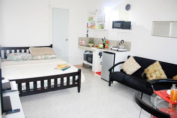 Fully-furnished with own entrance - Quezon City - Apartment