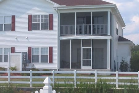 Beautiful townhome in Calabash, NC - Calabash - Radhus