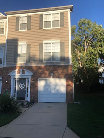 Magnolia Park Townhome near SouthPark Mall