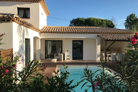 Villa avec piscine privée chauffée , clim, wifi