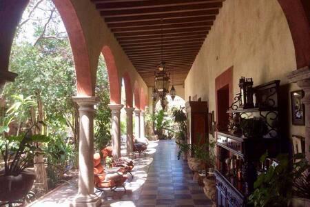 Hotel Plaza Álamos (cuarto 1)