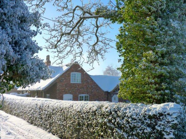 Farm Cottage: romantic /family break: Lincolnshire