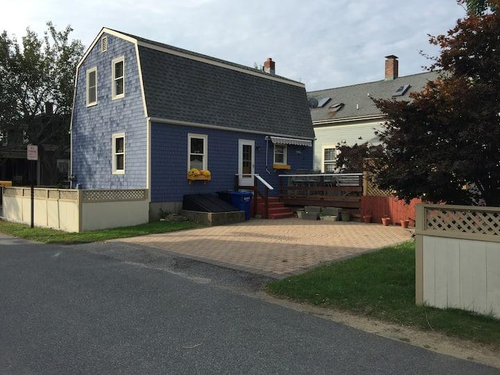 Newport  Harbor  Cherry Street 3 Bedroom 2 bath