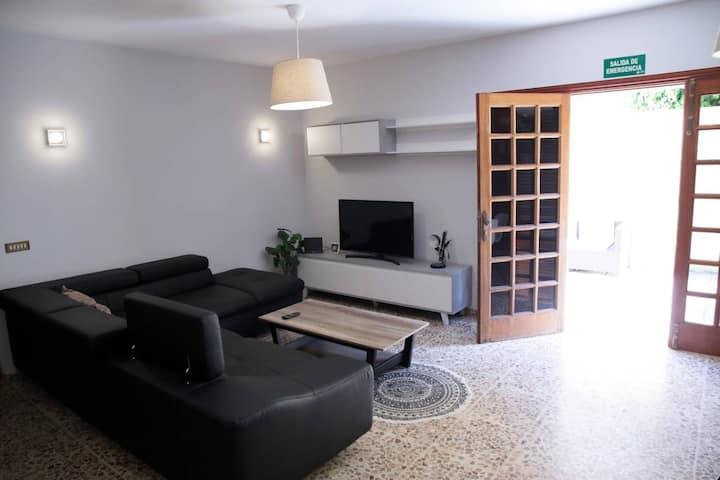 Amplia casa con todas las comodidades en S/C
