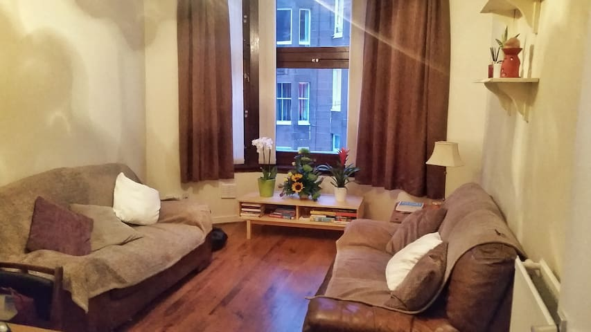Cosy double bedroom in extremely friendly flat!