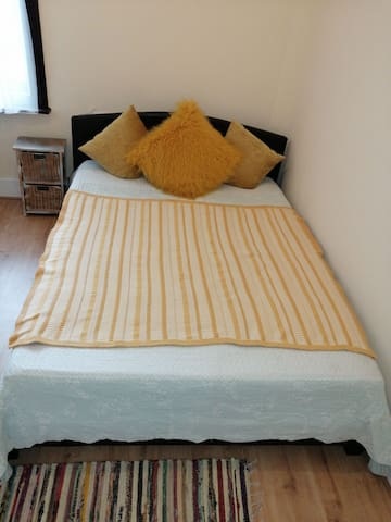 Cosy double room close to the park