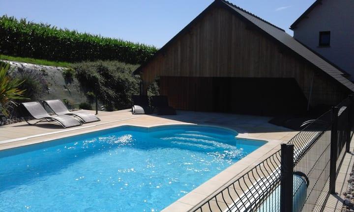 Spa,piscine 29°, tennis, wifi, lit fait, vélos