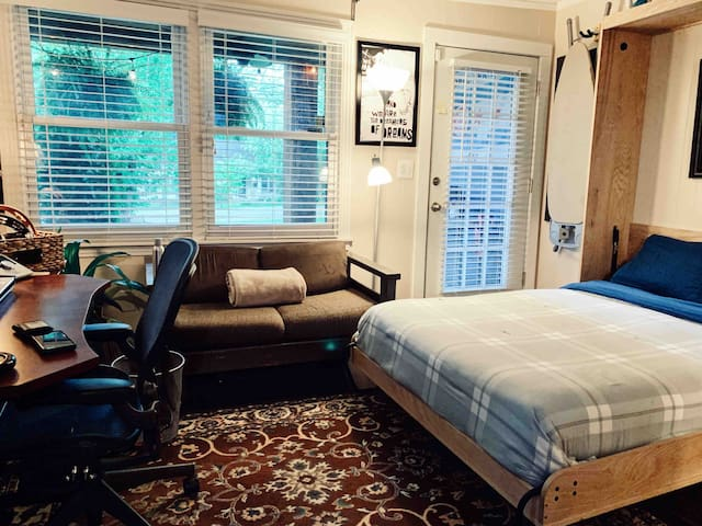 Spare bedroom w/ private bath-GREAT LOCATION!
