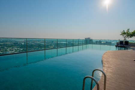 Quiet 2Bedrooms, Rooftop Pool 5step walk to BTS E8 - Μπανγκόκ - Συγκρότημα κατοικιών