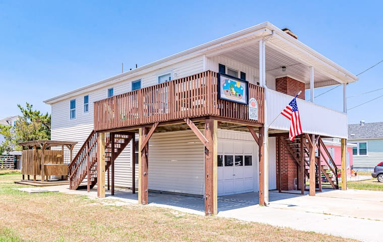 K1404 Turtle-ly Beachin'. 500 Ft from Beach w/Private Access, WiFi! | 4 Bedroom, 3 Bathroom