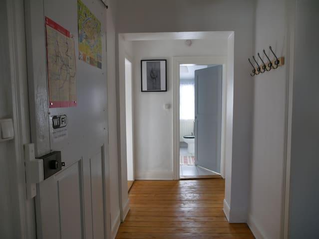 Grand appartement dans maison particulière