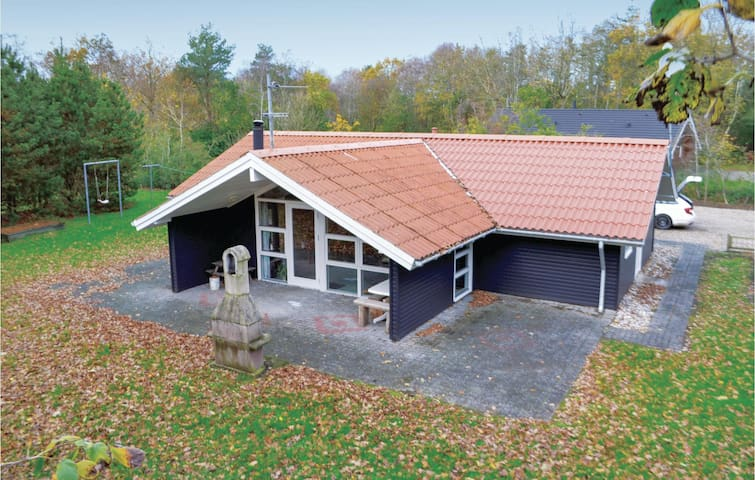 Holiday cottage with 3 bedrooms on 100m² in Oksbøl