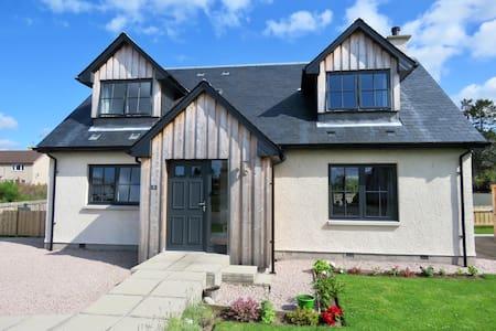 Capercaillie Cottage Cromdale