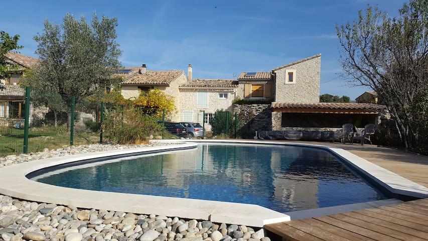 Gîte Lavandins et Bories, avec piscine, 6/7 pers.