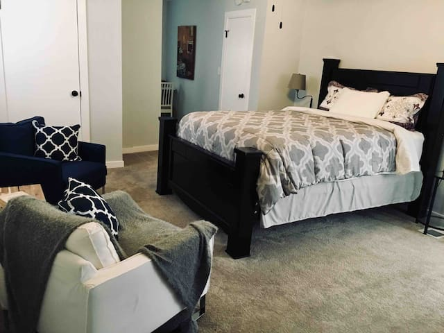 Downtown EVV Studio Apt C, Newly Renovated, Wifi