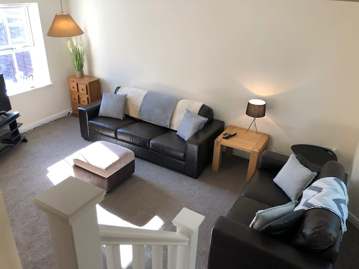 High-end, Modern 3 bedroom with parking, sleeps 6