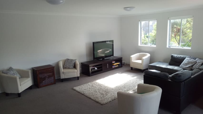 1 Bed in Shared Room Near Shops and Beach