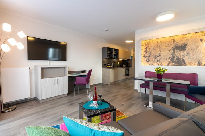 Modernes Apartment mit Balkon und Klimaanlage
