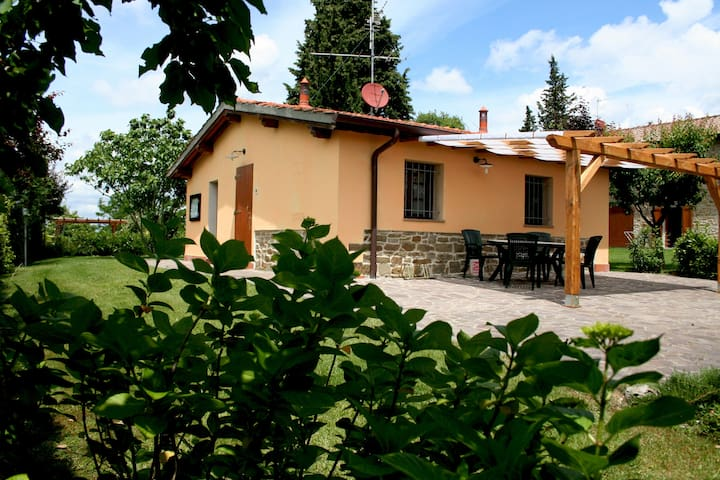 Cottage LIMONE: Romantic home in farm with pool