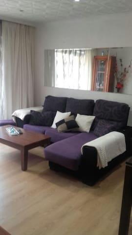 Habitación matrimonial en el centro de Alicante
