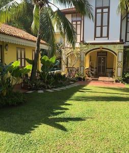 Casugria Dutch Heritage Villa - Garden Chalet 3pax - Melaka - Bed & Breakfast