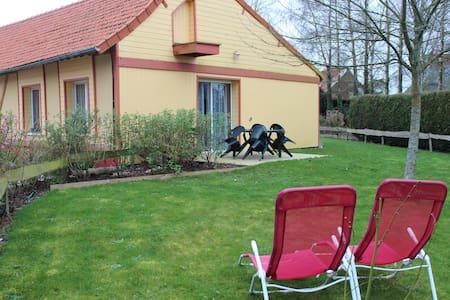 Domaine Le soleil couchant, gîte les Hirondelles - Avesnes-en-Val - บ้าน