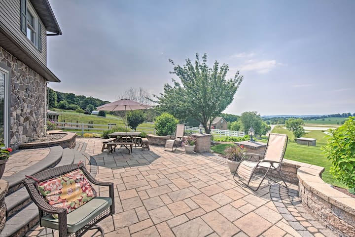 'Hilltop Scenic View Lodging' in New Holland!