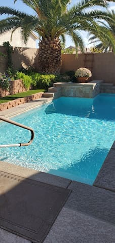 Beautiful  North Las Vegas home With  pool and Hot