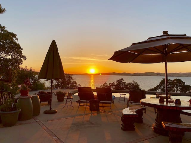 PARADISE (Lake View, Pool, Hot Tub, Hospitality)