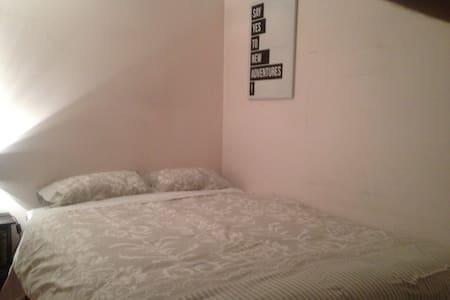 Bedroom #4 - FREE PANCAKES!!! - Bayswater