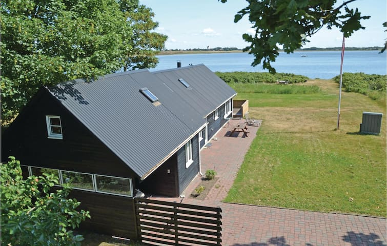 Holiday cottage with 2 bedrooms on 90 m² in Thyholm