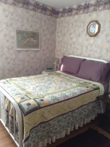 Lavendar Room ~ The Quilter's Inn B & B - Lion's Head