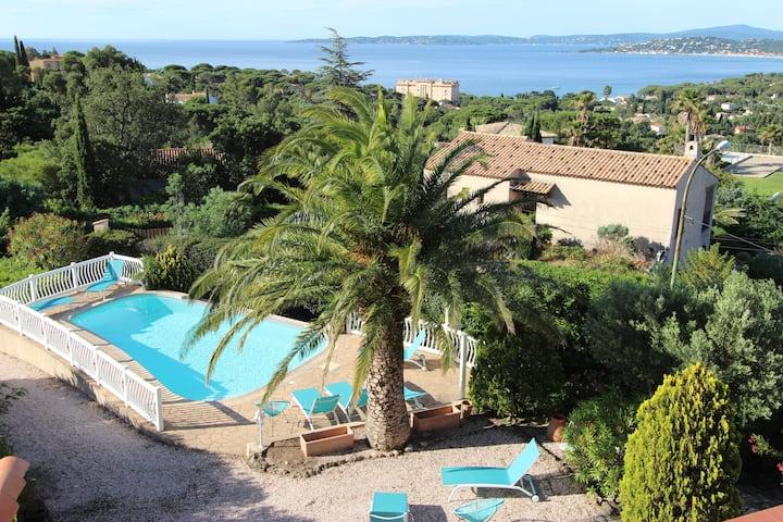 Grillons appart. vue panoramique golf de St Tropez