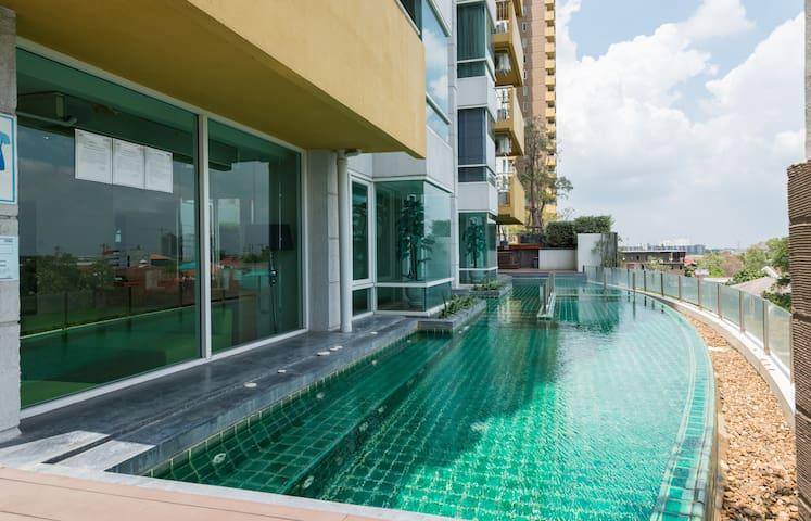 Modern Living 4 mins to IMPACT Arena Meungthong