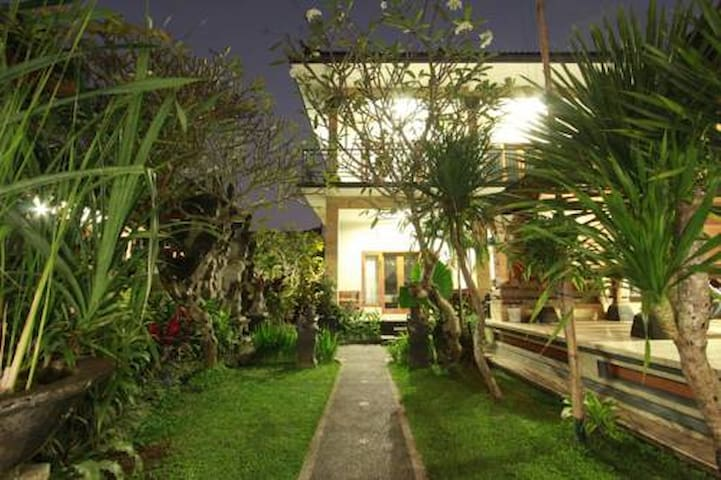 Nice room in ubud- accomodation -guest house 2