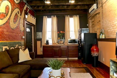 Quaint downtown loft with rooftop space