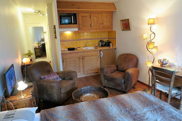 VAL D'ISERE - Studio for 2 people. Village center