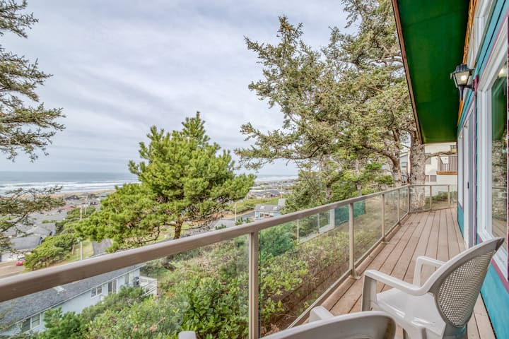 Spectacular Views of Waldport Beach from This Artful Single-Level