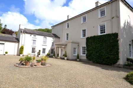 Beautiful house in National Trust gardens - Stepaside - Bed & Breakfast