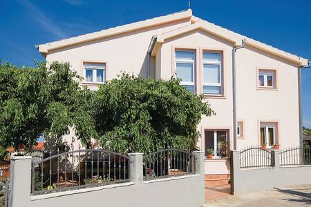 5 Bedrooms Home in Drage - Drage