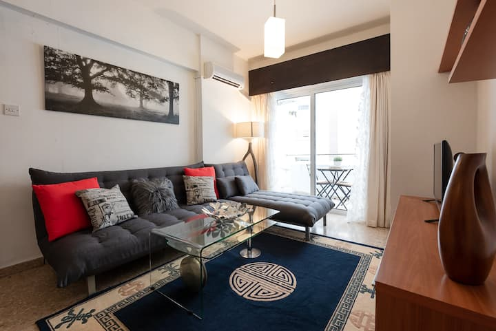Cosy 1 BD flat in the center 2 min to the beach