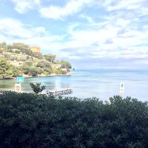 SUNNY BEACH CHIC APT for 6 On Beach STUNNING VIEW! - Porto Santo Stefano - Appartement
