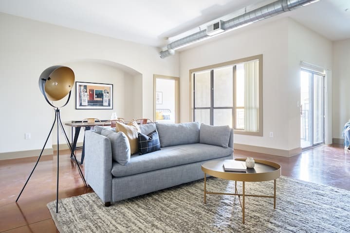 Sonder | Downtown Houston | Lovely 2BR + Balcony