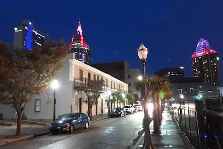 Historic Condo in Downtown Mobile! Free Parking!