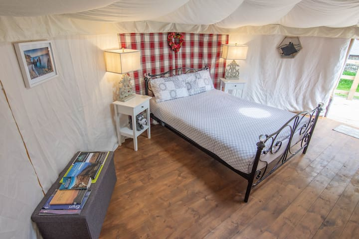 'Wyddfa' Glamping yurt. Perfect base for Snowdon